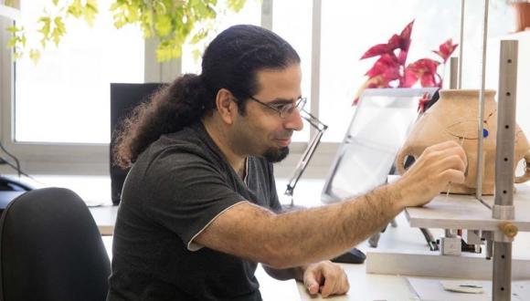 Itamar Ben-Ezra at work in the Drafting Studio (photo by Shasha Flit)