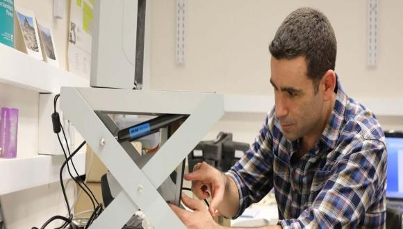 Erez Ben-Yosef has developed the laboratory over the past five years, ensuring researchers are able to access the latest tools in sampling and analysis (Courtesy of Erez Ben-Yosef)
