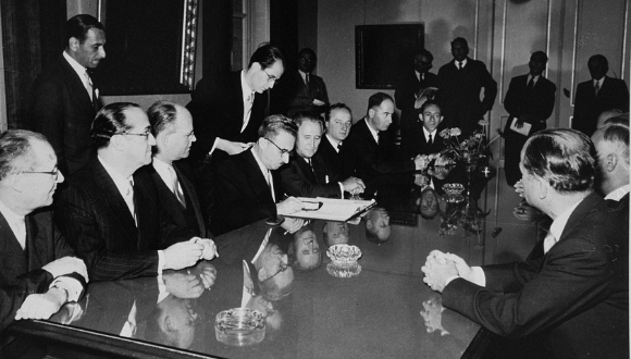The signing of the Reparations Agreement between the German Federal Republic, the State of Israel, and the Conference on Jewish Material Claims, United States Holocaust Memorial Museum, courtesy of Benjamin Ferencz